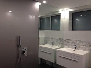 ShowerSplash in Acrylic and white Metaline (13)