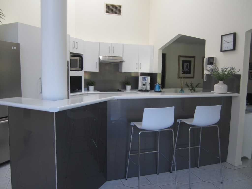 Kitchen ozziesplash ptyd create a stunning kitchen that will turn heads with an acrylic splashback from ozziesplash solutioingenieria Choice Image