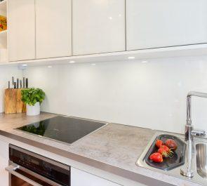 All in White - Kitchen and GlassSplashback