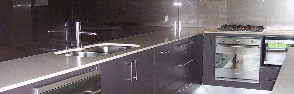 Black kitchen splashback