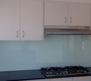 green-glass splashback in color-powder blue